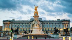 Man armed with knife broke into Buckingham Palace before asking to use toilet
