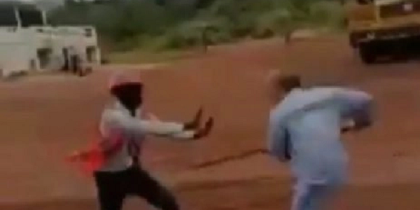 VIDEO: Chinese miner attacks Sierra Leonean safety officer during safety meeting